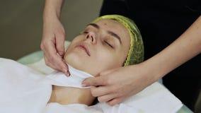 Выдерживать сторону с сухой тканью Чистка косметических процедур механически стороны cosmetology видеоматериал