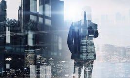 Выдержка бизнесмена и городского пейзажа Мультимедиа стоковая фотография