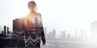 Выдержка бизнесмена и современного города Мультимедиа стоковые изображения rf