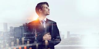 Выдержка бизнесмена и современного города Мультимедиа стоковое изображение