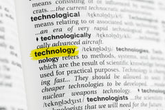 Выделенное английское слово & x22; technology& x22; и свое определение на словаре стоковая фотография rf