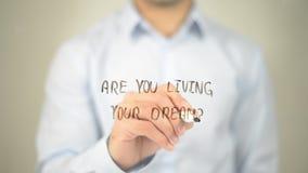 Вы живете ваша мечта? , сочинительство человека на прозрачном экране стоковые изображения rf