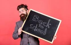 Вы подготавливаете исследование Гостеприимсва учителя или директора школы назад к школе Подготовьте начиная учебный год Прятать у стоковые изображения rf