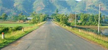 Вьетнамцы благоустраивают, путь, гора, зеленый цвет eco Стоковая Фотография RF