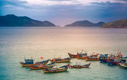 Вьетнам, город Nyachang - 17-ое июня 2013: море южного Китая, шхуна причалило игре Стоковое Изображение