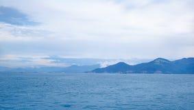 Вьетнам, город Nyachang - 17-ое июня 2013: море южного Китая, шхуна причалило игре Стоковые Изображения RF
