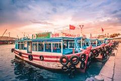 Вьетнам, город Nyachang - 17-ое июня 2013: море южного Китая, шхуна причалило игре Стоковые Изображения