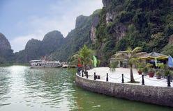 Вьетнам Пристань в заливе Halong Стоковые Фото