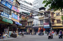 Вьетнам - Ханой - самокаты и магазины на соединении вида Quat висят не и висят Hom в старом Ханое въетнамском b и q Стоковое Изображение
