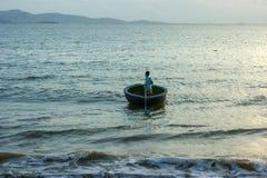 Вьетнам, Phanrang: Рыболовы в поле стоковая фотография