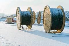 Вьюрок кабеля, вьюрок кабеля, деревянный барабанчик для электрических кабелей и провода Стоковые Изображения RF