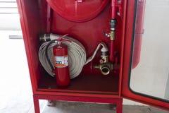 Вьюрок огнетушителя и пожарного рукава стоковое изображение rf