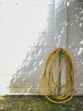 Вьюрок трубы шланга на стене Стоковые Изображения RF