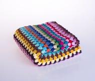 вязание крючком или одеяло вязания крючком на предпосылке Стоковые Изображения RF