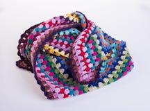 вязание крючком или одеяло вязания крючком на предпосылке Стоковое Изображение RF