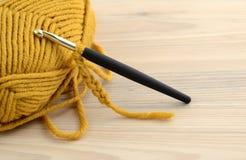 Вязание крючком с шерстями Стоковая Фотография RF