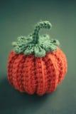 Вязание крючком хеллоуина для домашний украшать Стоковая Фотография