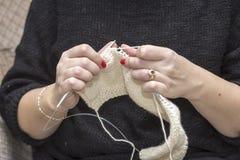 Вязать иглы с пользой шерстей Стоковое Изображение RF