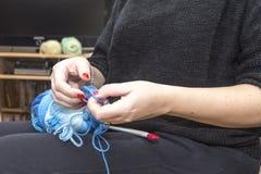 Вязать иглы с пользой шерстей Стоковые Фото