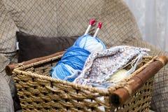 Вязать иглы с пользой шерстей Стоковое Изображение
