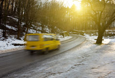 Влажная дорога в горах Стоковые Изображения