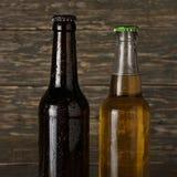 2 влажное, холодная бутылка крупного плана пива Стоковые Фото
