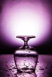 Влажный бокал с падением воды Стоковое Фото