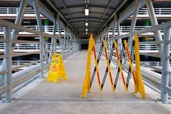 Влажный знак пола на коридоре Стоковая Фотография RF