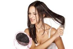 Влажный расчесывать волос Стоковое Изображение
