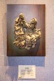 В академии клана Chen, созданная земля произведения искусства, молодой поставщик плодоовощ, продает вызванный плодоовощ lychee Стоковое Фото