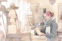 В антикварном магазине стоковое изображение