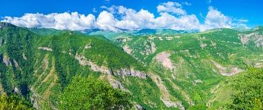 В армянских горах стоковое изображение