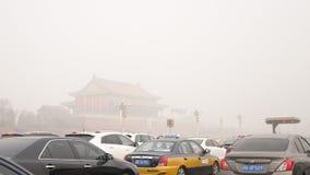 Власти Пекина поддерживают второй уровень красного цвета сигнала тревоги смога Стоковое Изображение RF
