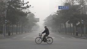 Власти Пекина поддерживают второй уровень красного цвета сигнала тревоги смога Стоковые Изображения RF