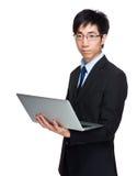 Владение бизнесмена с портативным компьютером Стоковая Фотография RF
