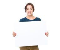 Владение женщины с плакатом Стоковая Фотография