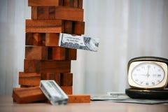 владение домашнего ключа принципиальной схемы дела золотистое достигая небо к Планированиe бизнеса инвестором Современные капитал Стоковые Изображения RF