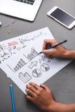 владение домашнего ключа принципиальной схемы дела золотистое достигая небо к Эскиз идеи сочинительства бизнесмена Стоковая Фотография