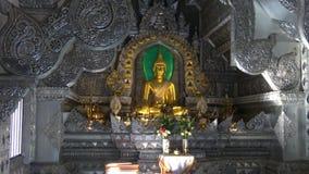 В буддийском виске Wat Sri Suphan виска серебряном Chiang Mai, Таиланд видеоматериал