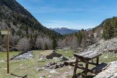 В верхней части Vall-de-Madriu-Perafita-Claror долины большой возвышенности с реками горы, высокогорным m стоковое фото rf