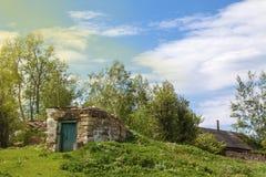 В деревне на природе очень старый подвал Стоковое фото RF