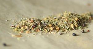 вливания horsetail фокуса equisetum чашки arvense чай стеклянного травяного naturopathy селективный стоковая фотография rf