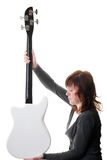 В изолированной гитаре руки электрической басовой Стоковая Фотография