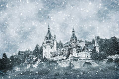 Влияние зимы замка Peles в прикарпатских горах Стоковая Фотография