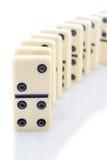 Рядок белых домино на белой предпосылке Стоковая Фотография