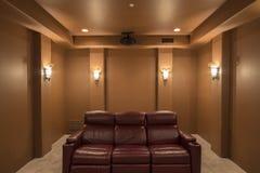 В комнате домашнего кинотеатра Стоковая Фотография RF