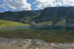 В кристалле - чистых водах Babreka озеро почк Стоковое фото RF