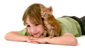 В мальчике замедленного движения с котенком акции видеоматериалы