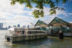 В общественной гавани, парк батареи, Нью-Йорк Стоковая Фотография