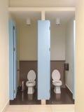В общественном здании туалеты Стоковые Изображения RF